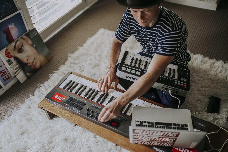 Justin Hunter aka Em Flach musician playing keyboard