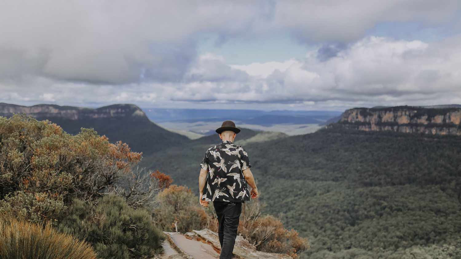Justin Hunter aka Em Flach walking on ridge in Blue Mountains