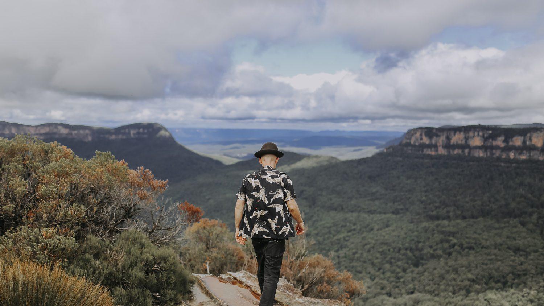 Justin Hunter aka Em Flach walking on ridge in Blue Mountains