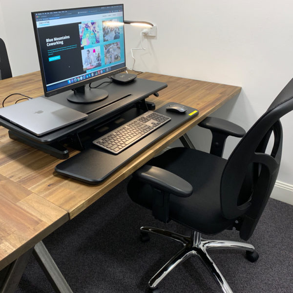 Desk space on Springwood co working